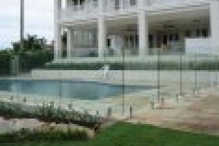 Alumitec Frameless glass 720 480